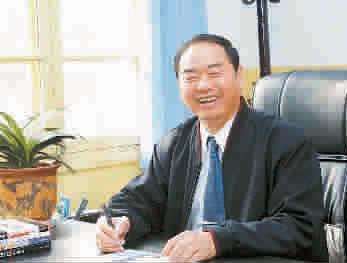 夏富恩,河南省粮油工业总公司董事长